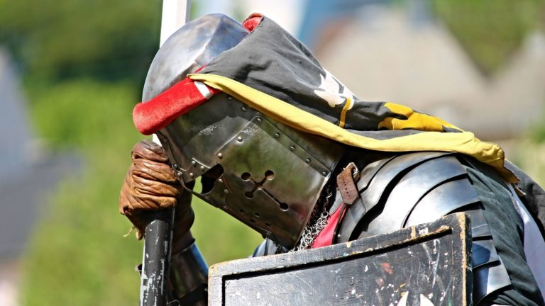 Avoiding estate battles - knight kneeling
