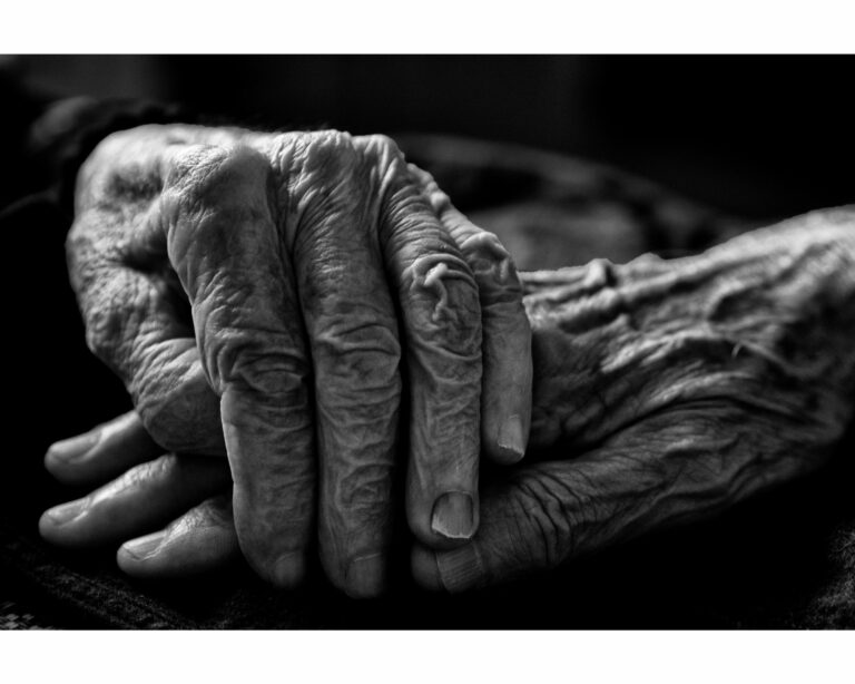 What Financial Actions Can Be Taken if Mom Has Alzheimer's?
